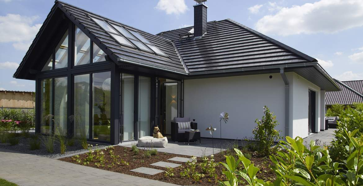 Edition 500 b wohnidee haus bungalow mit loftcharakter for Bungalow modern satteldach